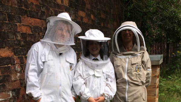 Develop young beekeepers